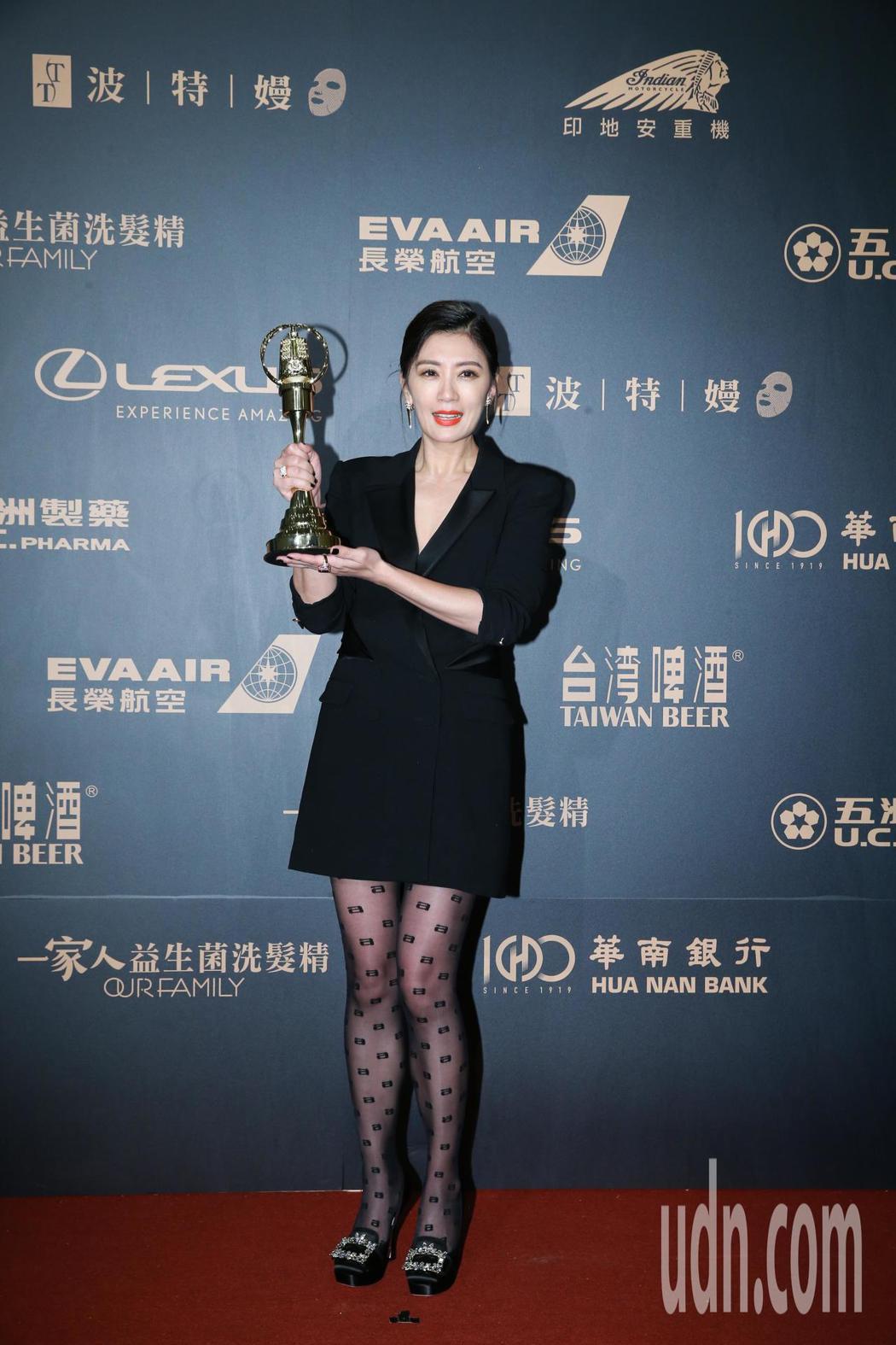 第54屆電視金鐘獎戲劇節目女主角獎由賈靜雯以我們與惡的距離獲得。記者許正宏/攝影