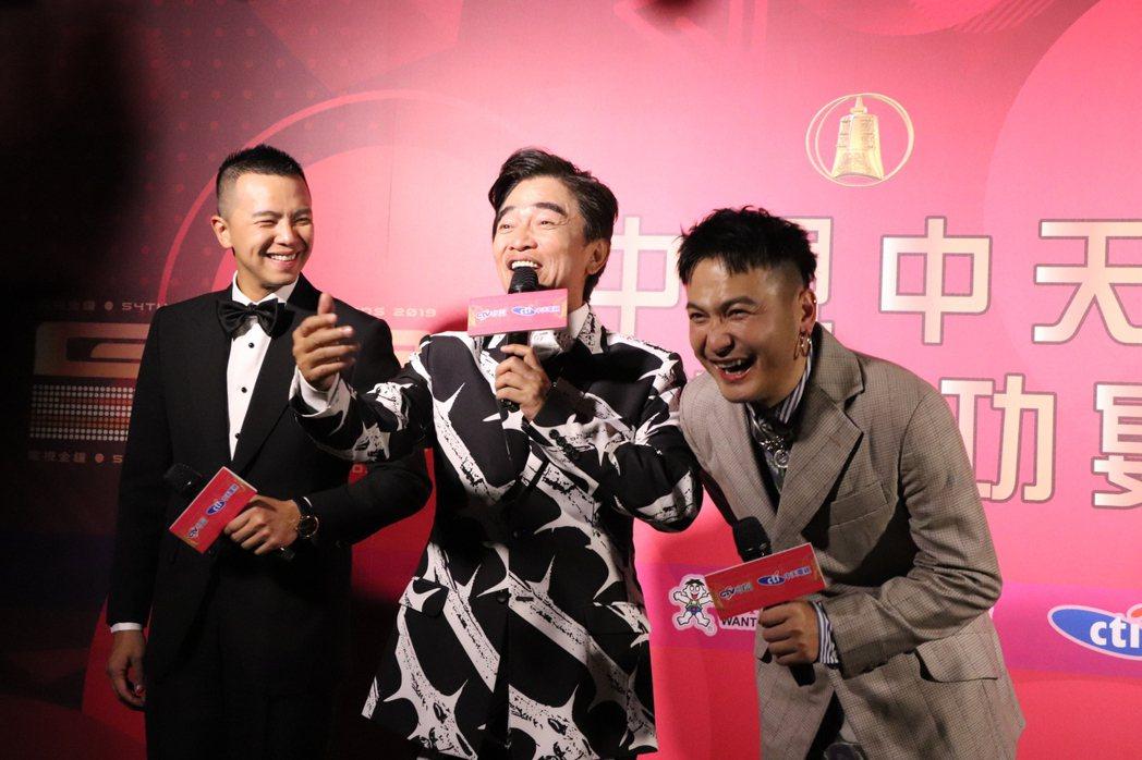 吳宗憲在電視台慶功宴上砲火四射,搭檔Kid和小鬼一旁被逗得笑哈哈。圖/中天提供
