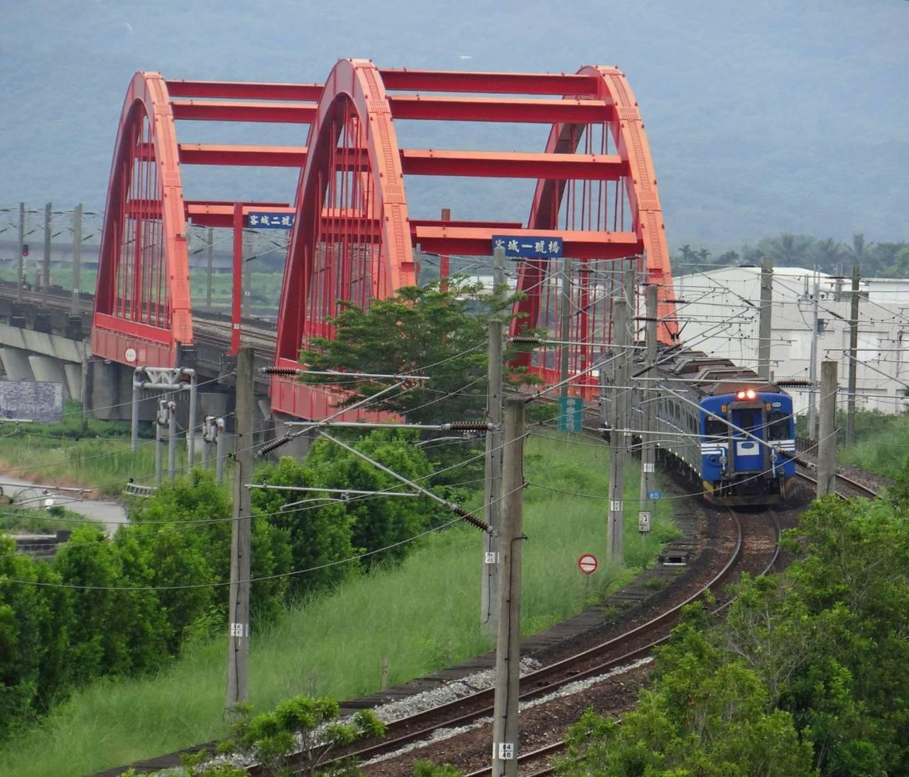 台鐵客城橋。圖/台鐵局提供、翁惠平攝影