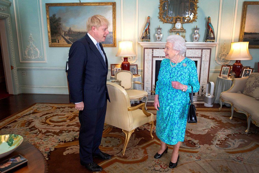 英相強森堅決讓英國在31日脫歐大限前離開歐盟,要他自動請辭的機率微乎其微。路透