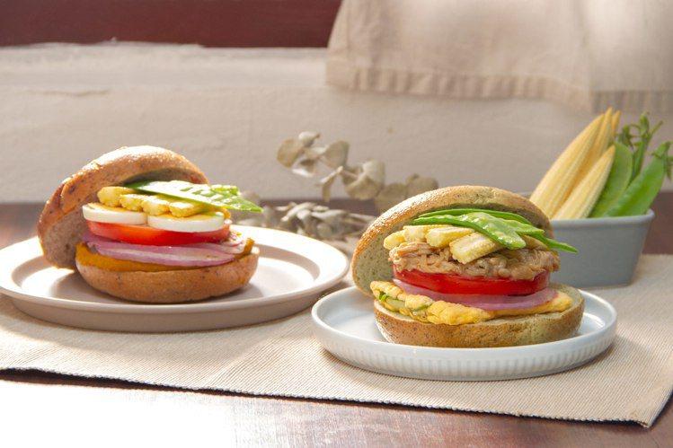 好丘新推出兩款溫沙拉貝果堡。圖/好丘提供