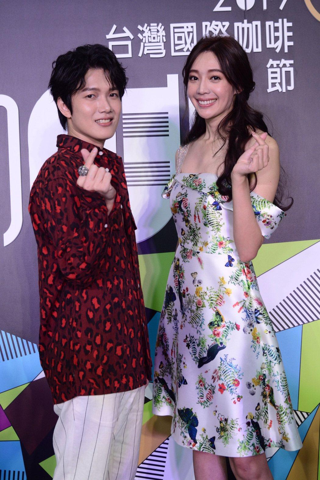 陳傑瑞(左)與王心恬為台灣國際咖啡節站台。圖/凱群娛樂提供
