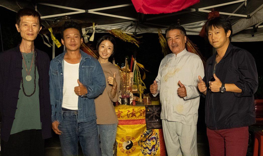 左起陳博正、李康生、許安植、雷洪、顏正國拍攝「粽邪2」遇到不少靈異事件。圖/華影...