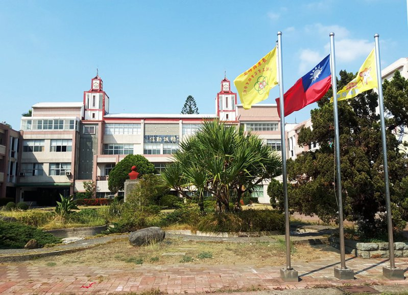 私立華洲工家證實停辦,校長洪儒伯表示,未來改辦長照等社福機構。圖/取自華州工家臉書