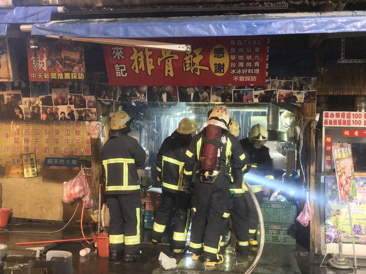 東大門夜市失火,疑似排油煙機釀禍。記者王思慧/攝影