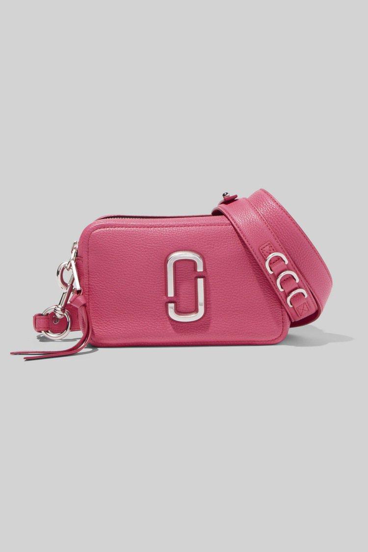 甜美桃Softshot包,15,900元。圖/Marc Jacobs提供