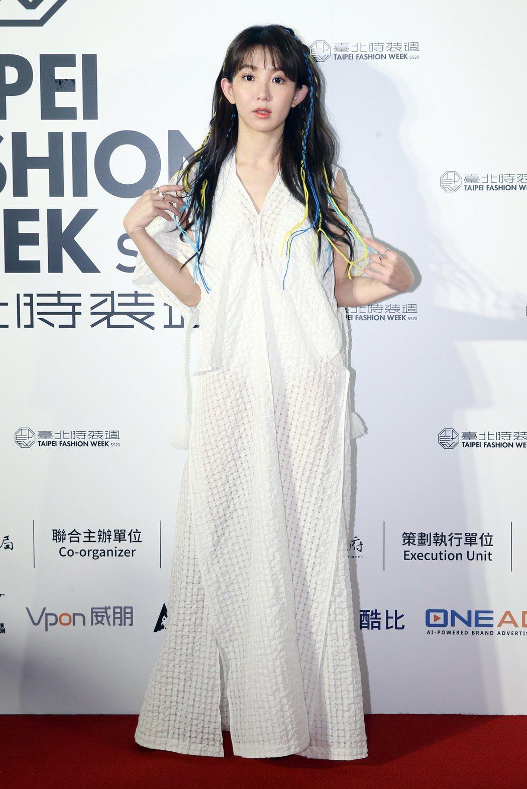 藝人郭書瑤(圖)身著台灣設計師服飾亮相。記者許正宏/攝影