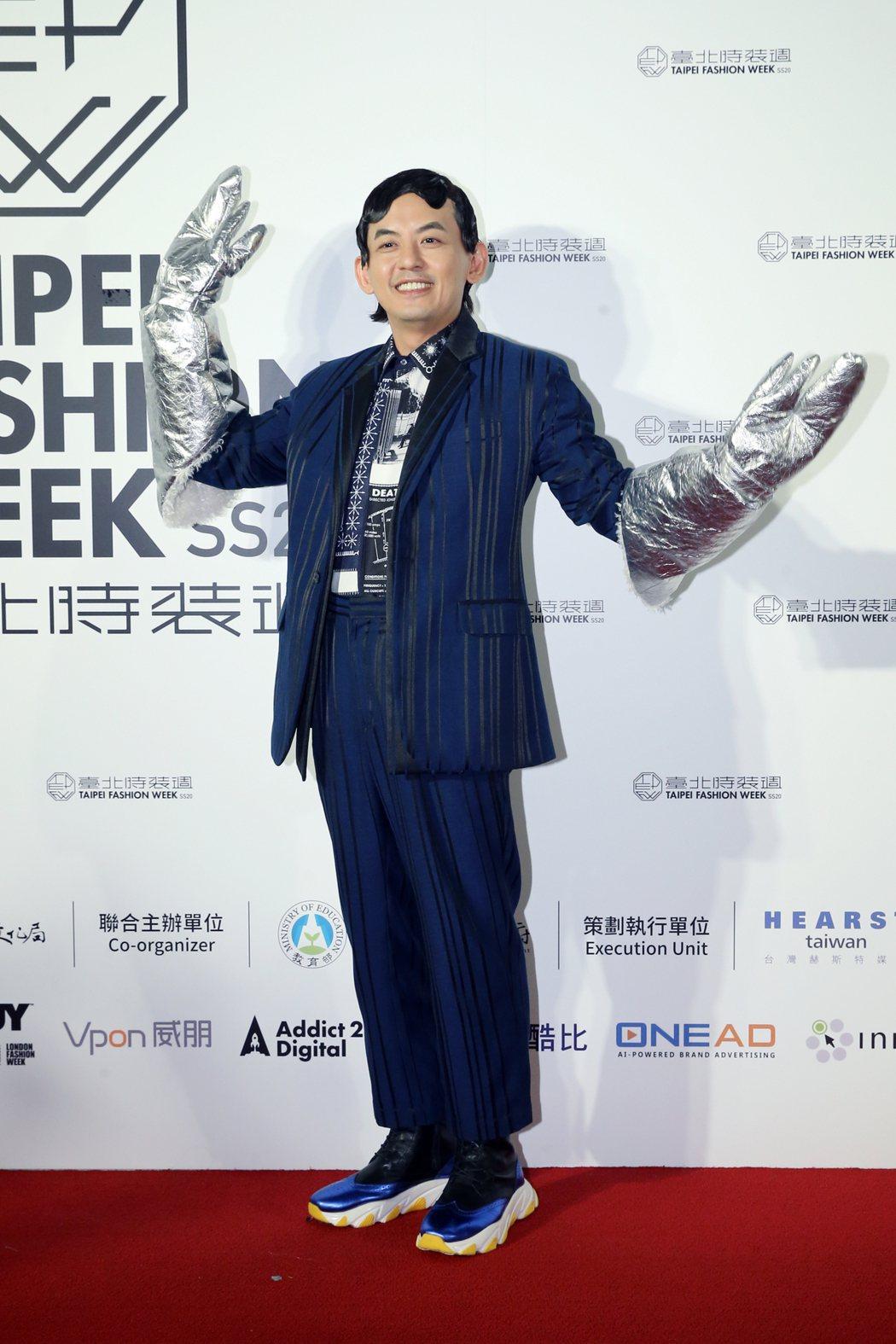 藝人黃子佼(圖)身著台灣設計師服飾亮相。記者許正宏/攝影