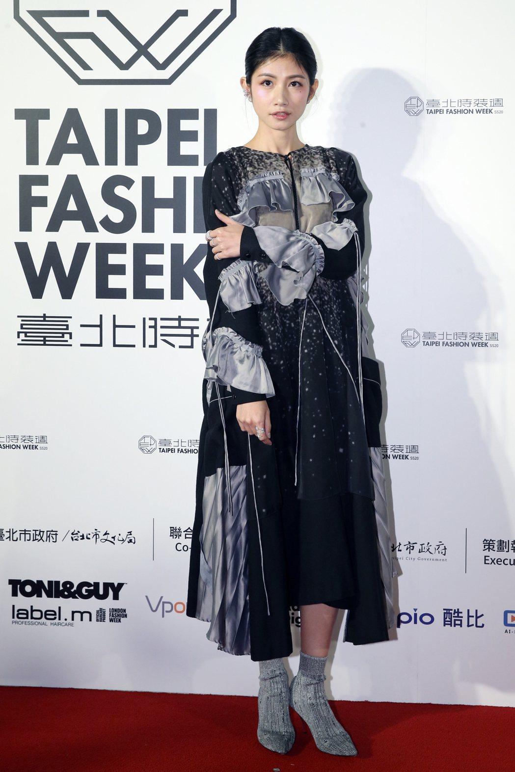 藝人李千那(圖)身著台灣設計師服飾亮相。記者許正宏/攝影