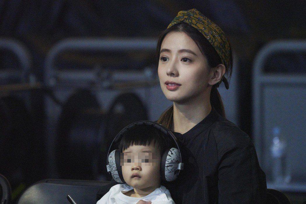 林宥嘉老婆Kiki丁文琪帶著兒子酷比台下欣賞。圖/華研提供