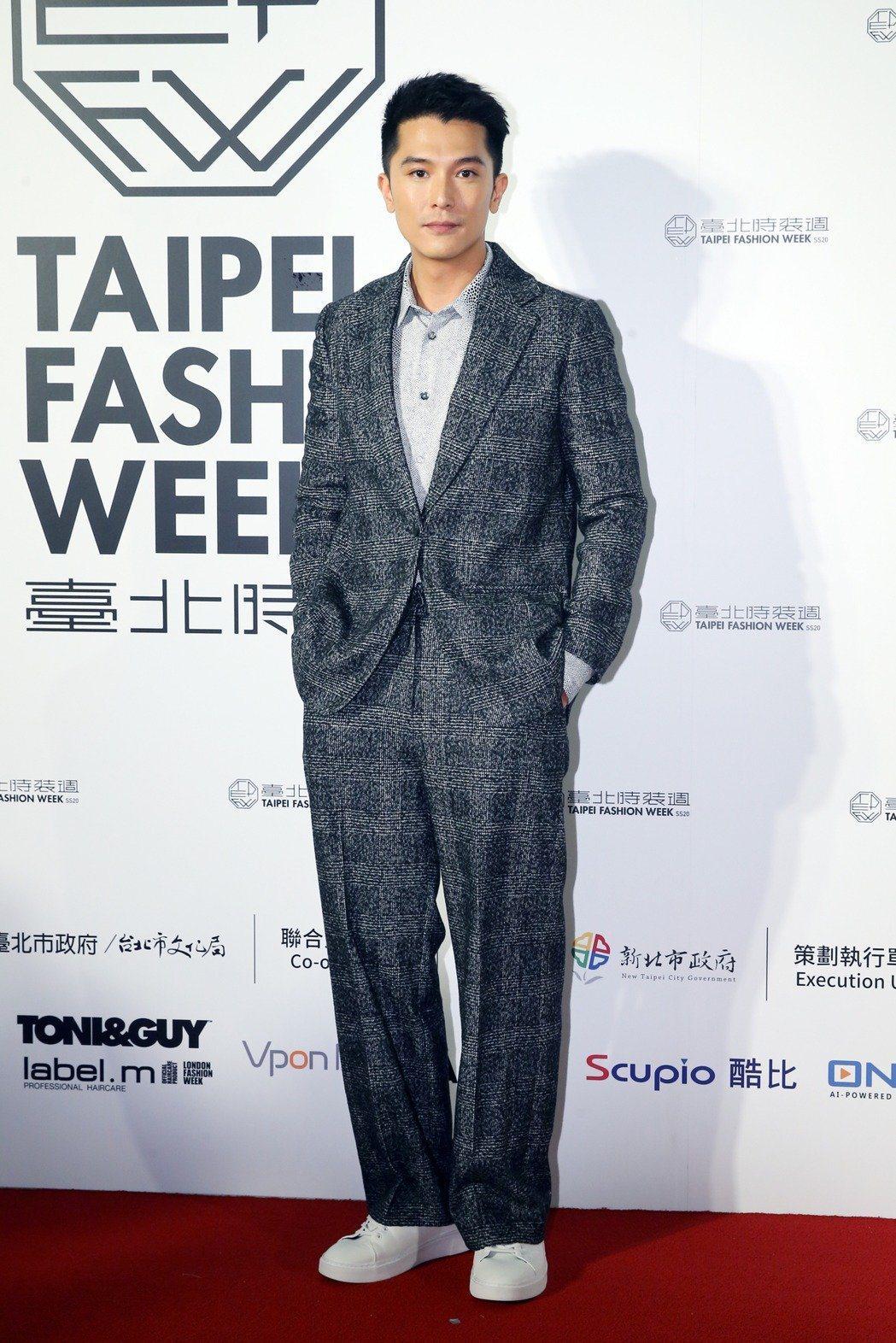 邱澤身著台灣設計師服飾亮相台北時裝週。記者許正宏/攝影