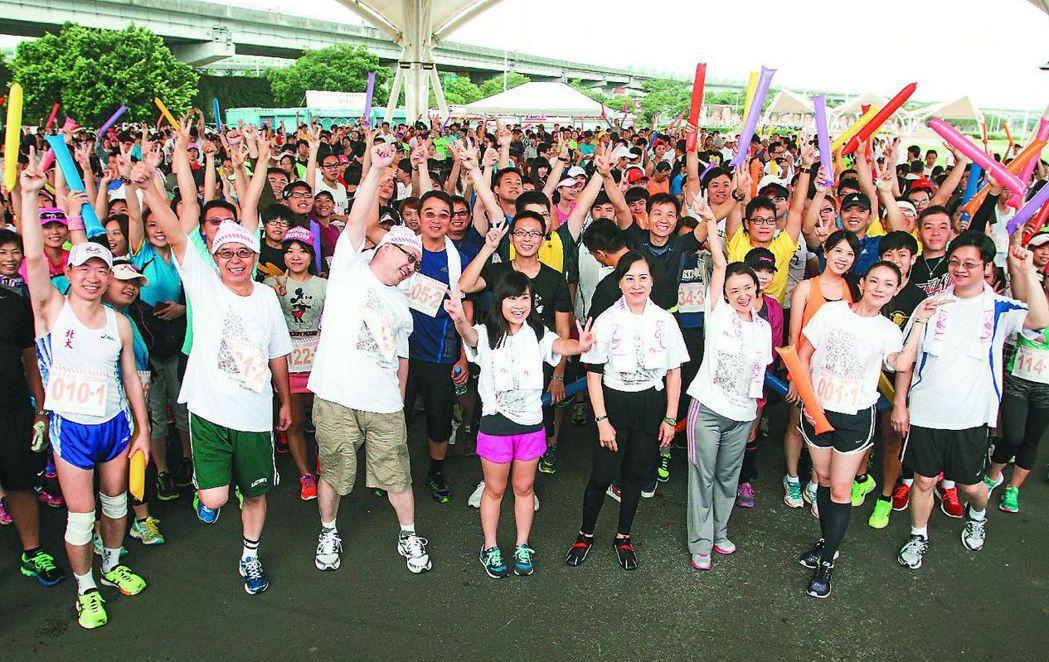 2013年10月,第一屆的器捐路跑在台北市大佳河濱公園起跑。 圖/聯合報系資料照...