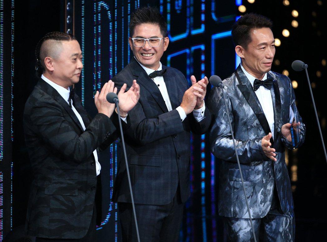 邰智源(左)、郭子乾(右)、洪都拉斯(中)擔任金鐘獎頒獎嘉賓。記者林伯東/攝影