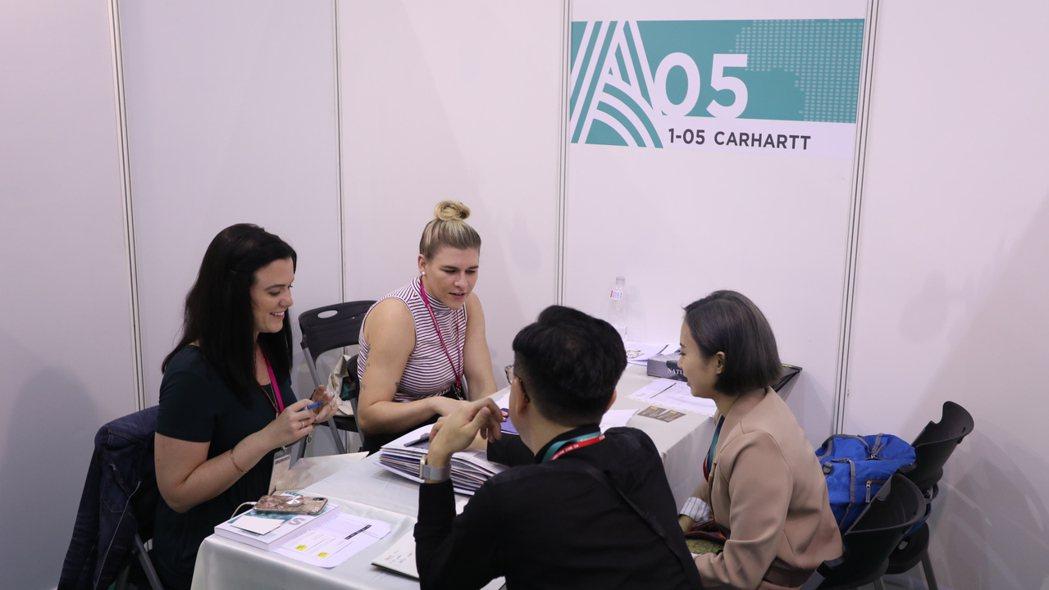 超過百個國際品牌採購代表來臺採購。 紡拓會/提供