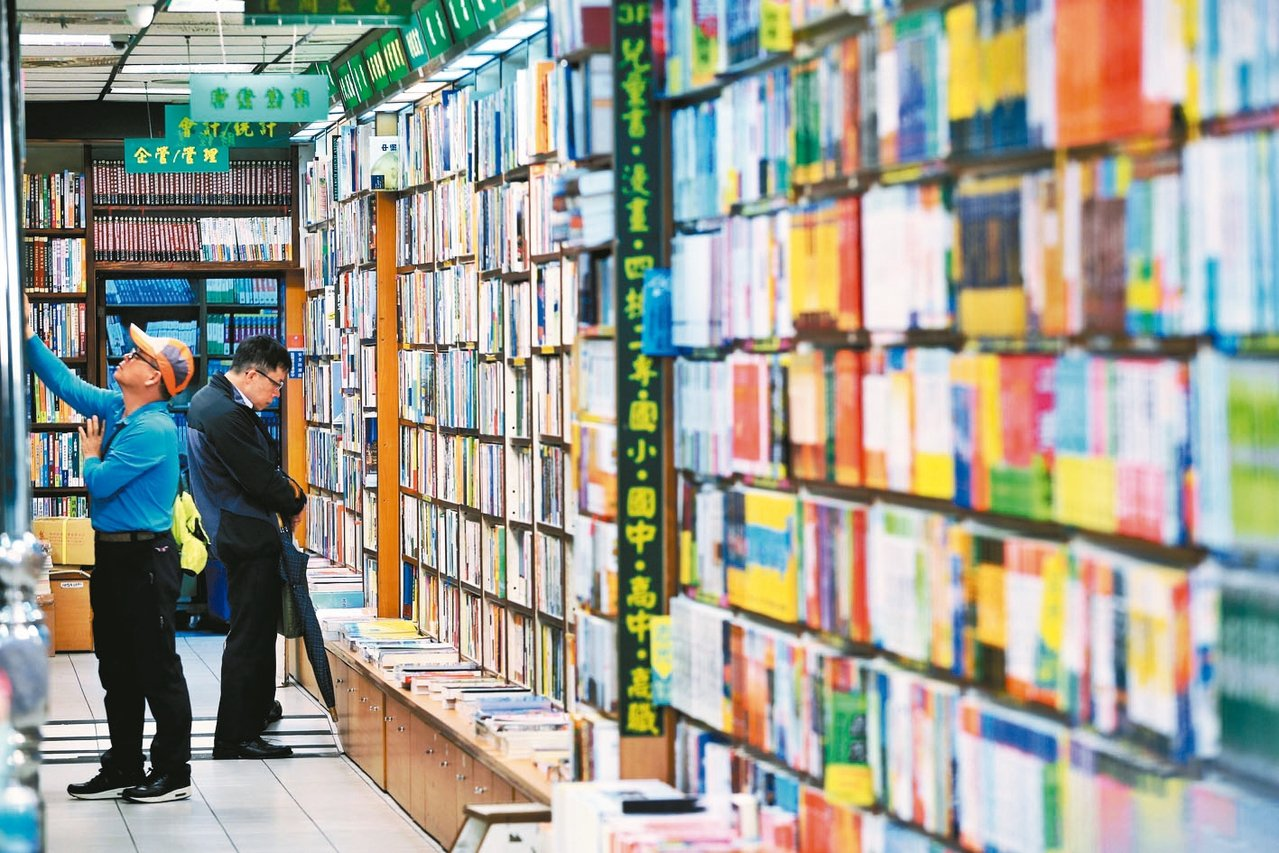 台灣圖書出版產值逐年萎縮,立委希望文化部對書店關注可拉開視野,做全盤檢視。 圖/...