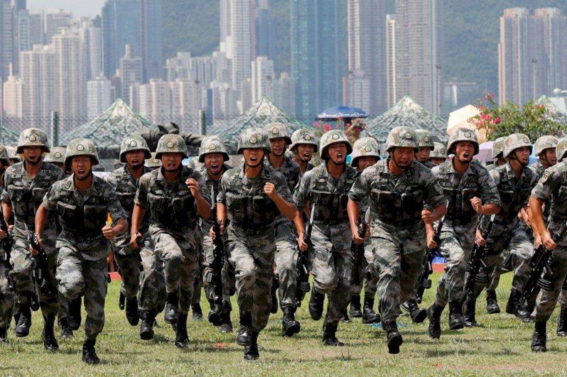 中共駐港解放軍。(新華社)
