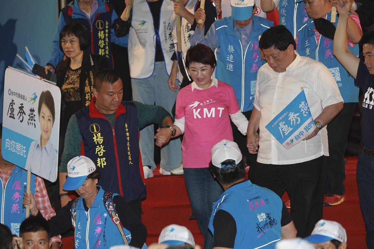 顏清標與台中市長盧秀燕。(邱劍英攝)