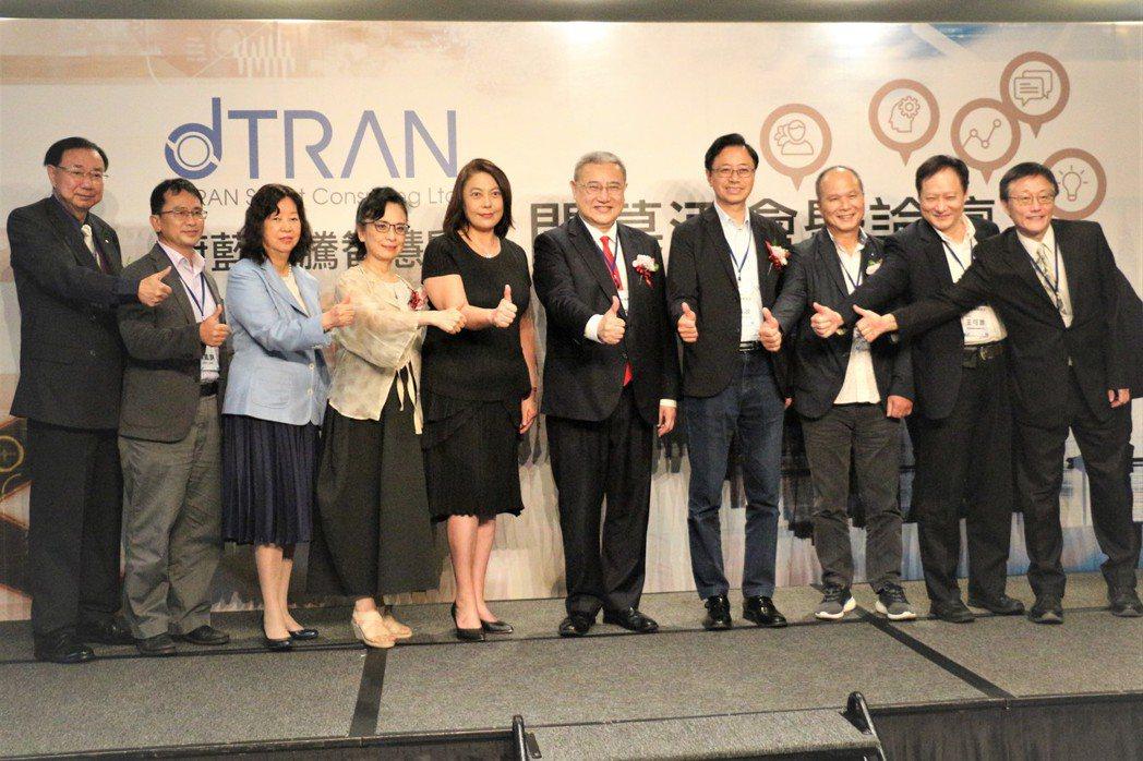 蔚藍華騰「智慧顧問」正式成立、匯聚業界代表先進共襄盛舉。