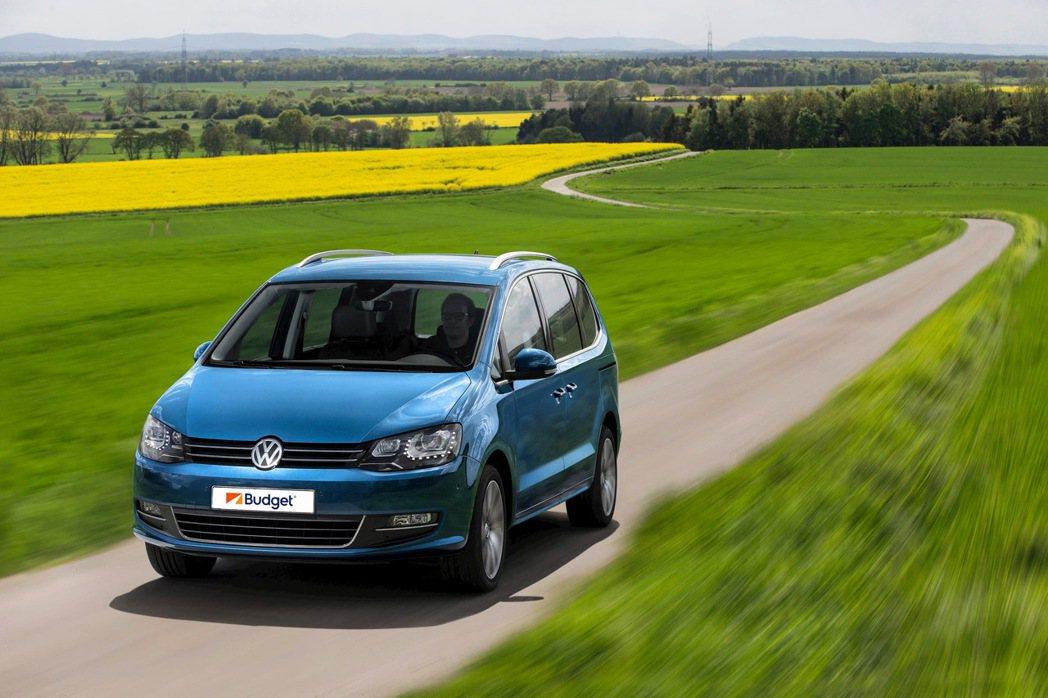 商務車款(VW Sharan或同級車款)。