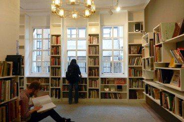 迎向下一個十年——大隱於市的赤峰街「胡思書店」
