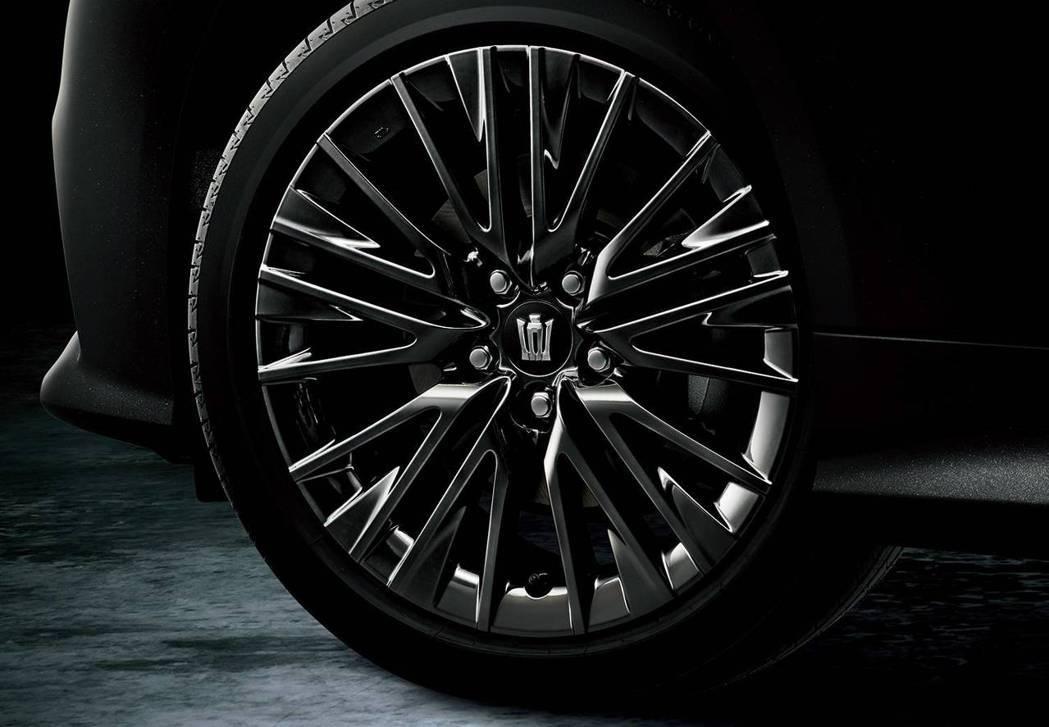 Crown Sport Style專屬18吋多幅式降噪鋁圈。 摘自Toyota