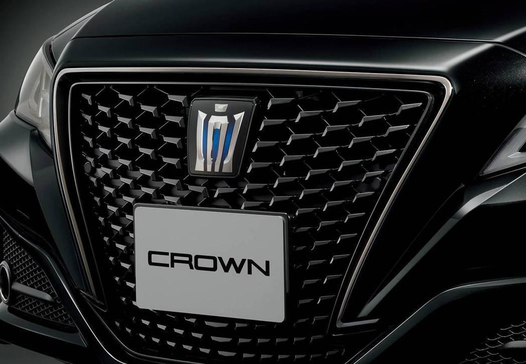 Crown Sport Style專屬水箱護罩也採用燻黑電鍍處理。 摘自Toyo...