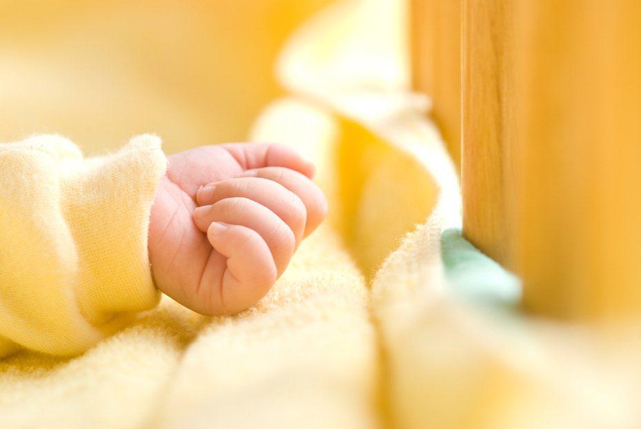 一名幾個月大的寶寶屁屁冒出小肉芽,就醫檢查結果竟然是菜花。照片為示意圖。 圖/ingimage