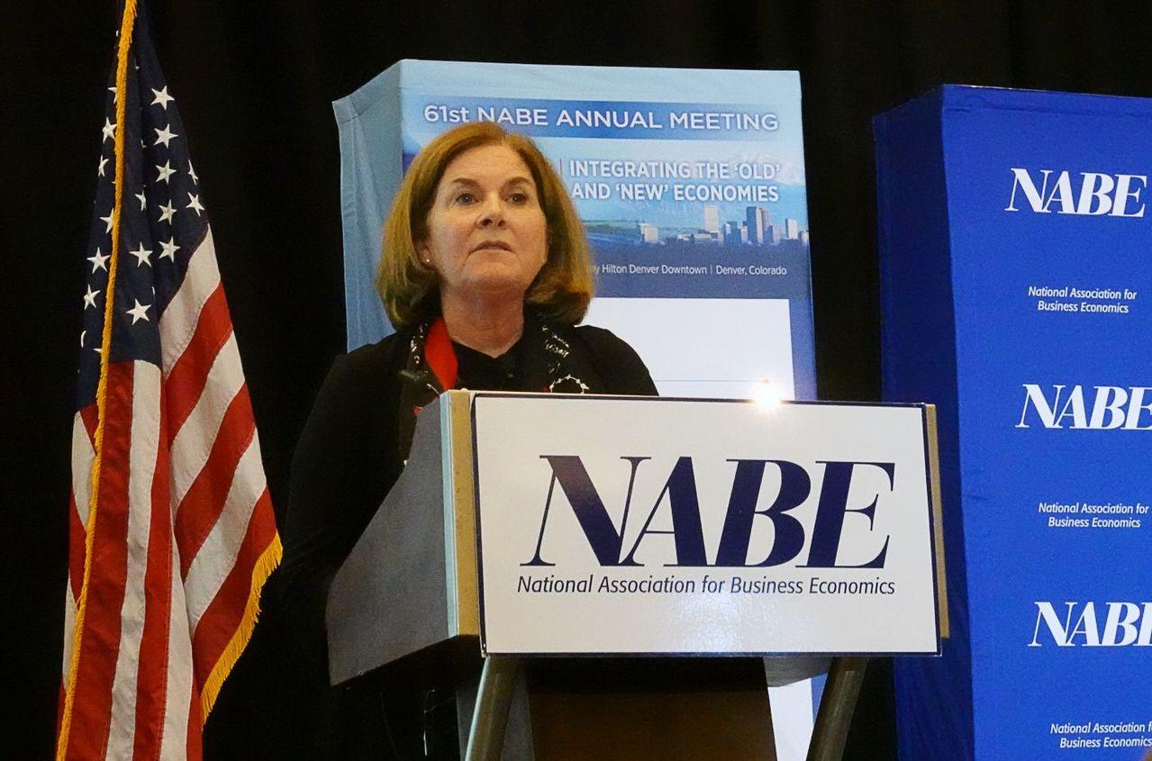 喬治周日在美國全國企業經濟學家協會(NABE)年會講話。路透