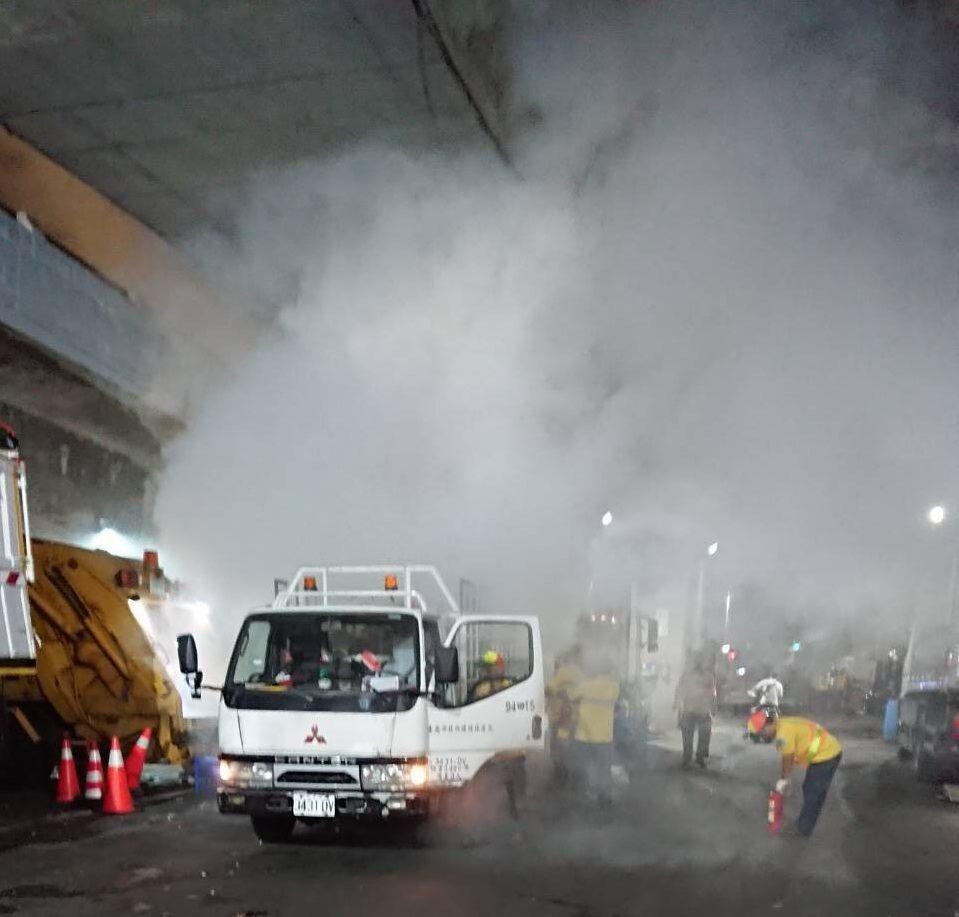 北市大安區清潔隊垃圾車日前收運垃圾時發生起火事件,環保局調查發現,起火原因是民眾...