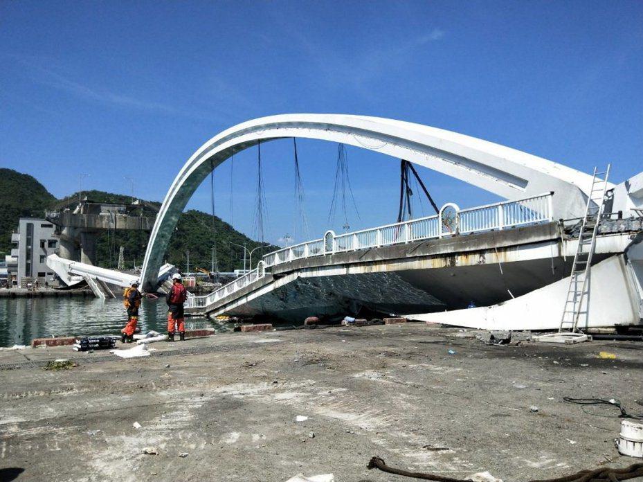 宜蘭南方澳大橋崩塌。本報資料照片