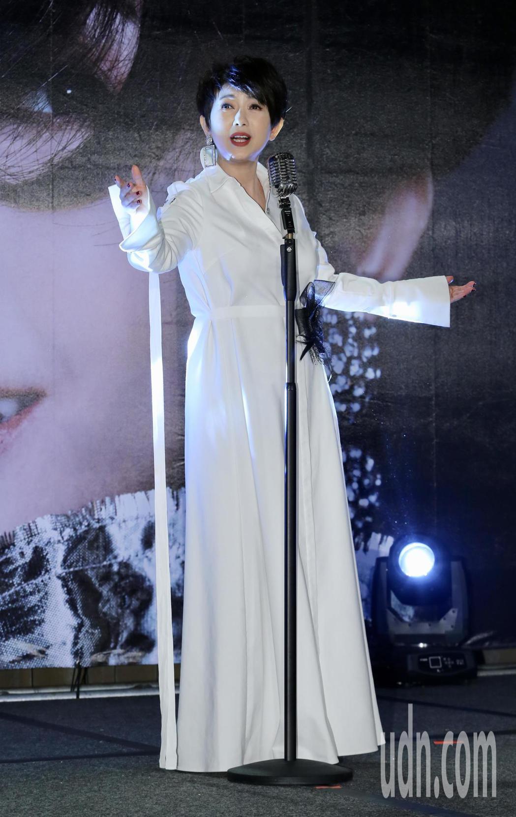 睽違樂壇24年藝人周思潔再度開唱。記者許正宏/攝影