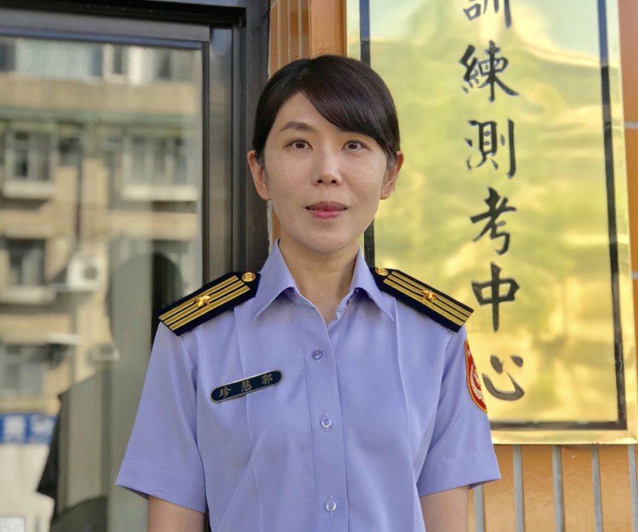 郭慧珍是海巡署測考中心成立以來,首位進用女性文職主任教官。圖/海巡署提供