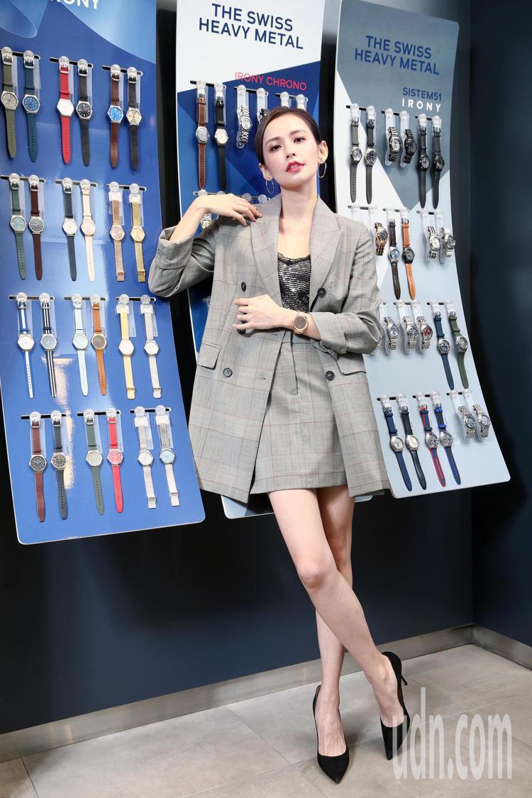 袁艾菲下午演繹Swatch Skin Irony系列新品。記者蘇健忠/攝影