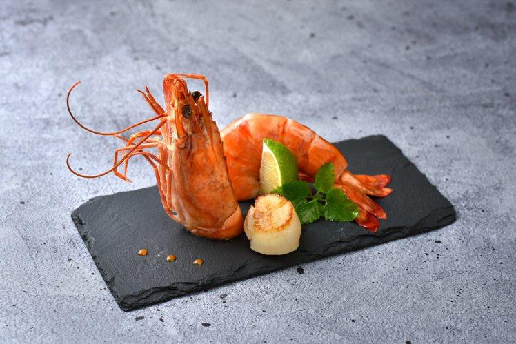 王品牛排祭出10月底前到官網領取優惠券,就送價值近500元干貝及海大蝦一份。