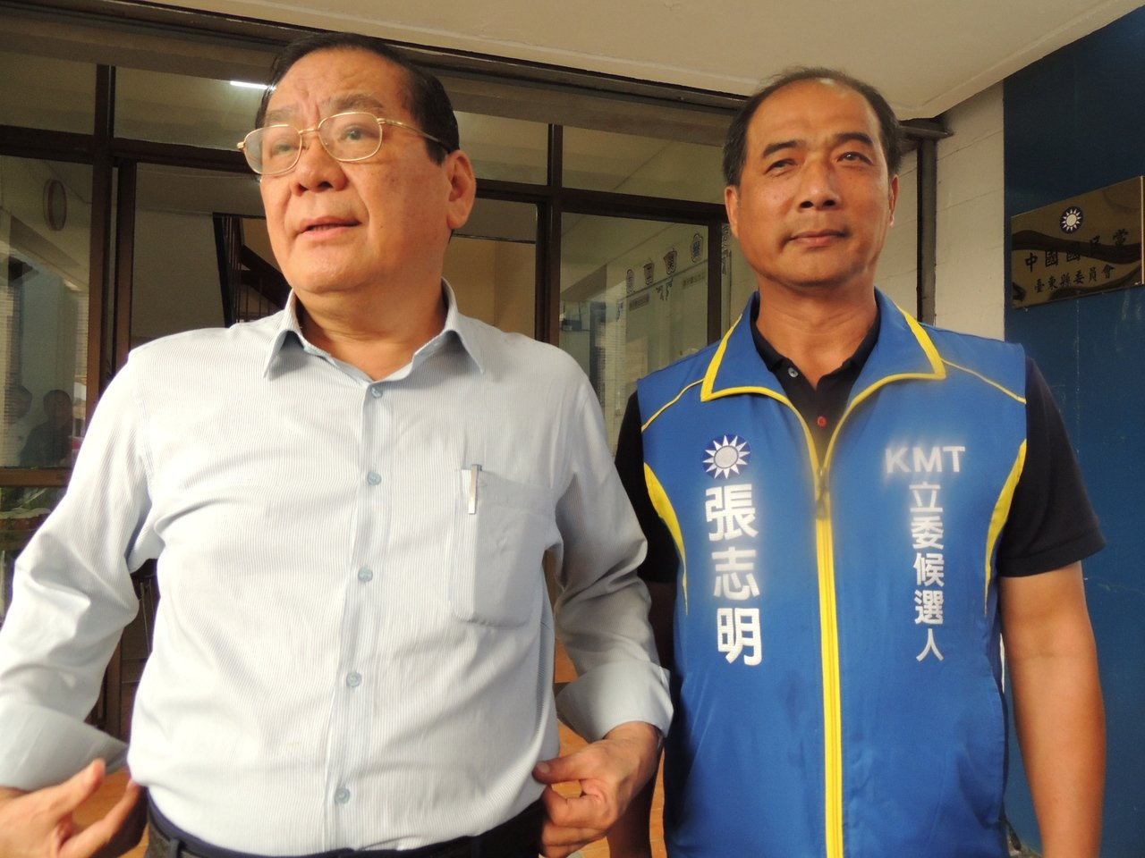 曾永權(左)證實吳敦義與韓國瑜將在國慶日假期之後,合體展開百日競選計畫。記者羅紹...
