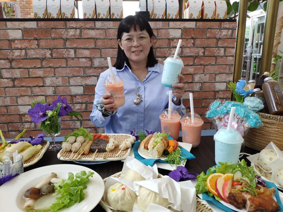 業者郭秋伶研發多款在地輕食料理。記者謝進盛/攝影