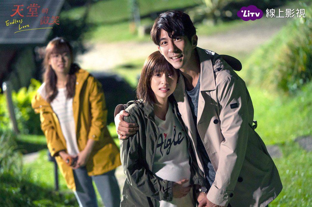 修杰楷(右)與林予晞在「天堂的微笑」中飾演夫妻。圖/LiTV、TVBS提供