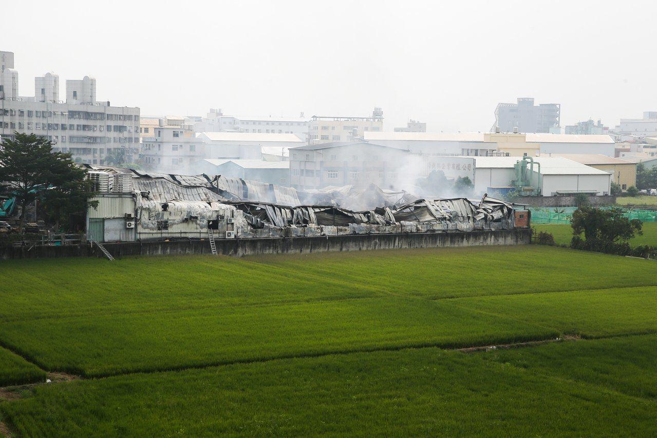 台中違章工廠大火,農地工廠就地合法的問題再度引起外界關注。圖/聯合報系資料照片