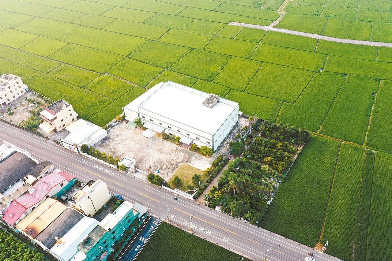 台中大雅農地工廠大火燒出農地工廠問題。今年6月工輔法通過後,更助長農地工廠興建設...