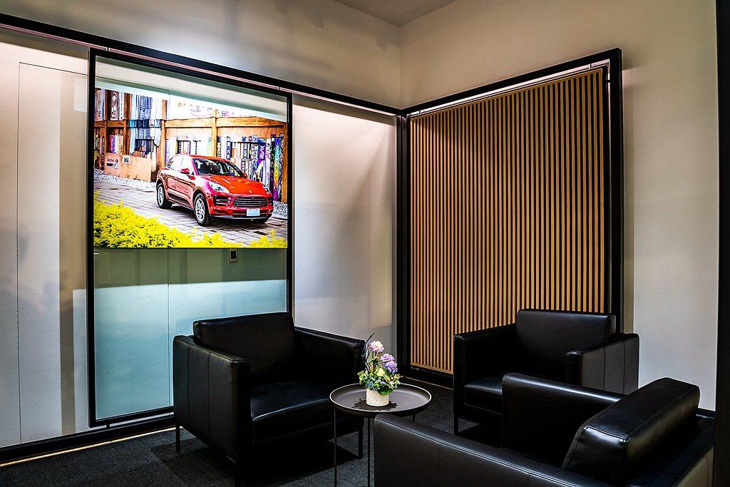 規劃專屬VIP Lounge,提供優雅隱密的美學鑑賞空間。 圖/Porsche提...