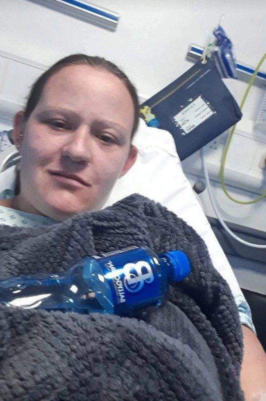 珀金斯昏迷後在醫院甦醒。 圖擷自太陽報