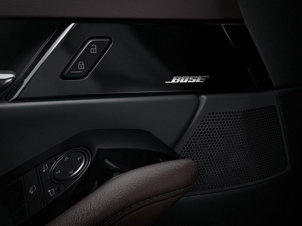 最頂級旗艦進化型,標配12具揚聲器的BOSE環繞音響。 圖/Mazda提供