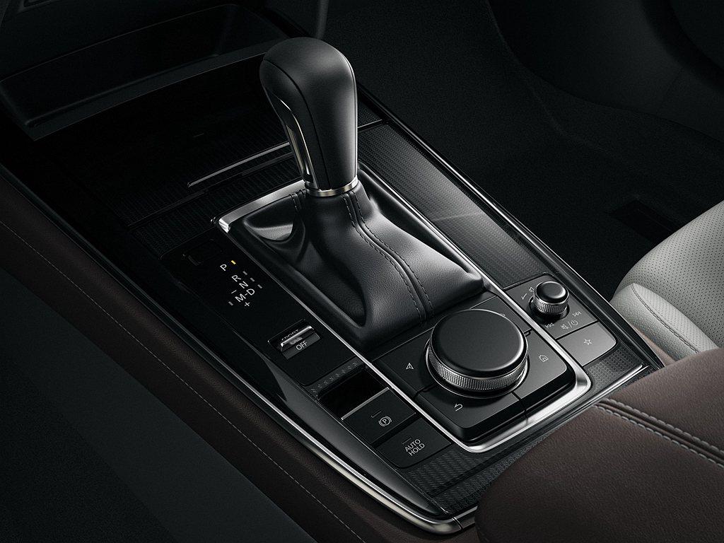 Mazda CX-30全車系搭載2.0L SKYACTIV-G高效汽油引擎,搭配...