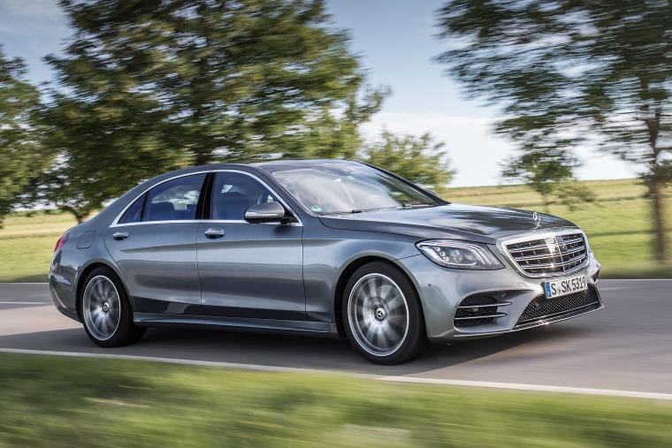 Mercedes-Benz指定車系乙式保險加碼贈送 本月入主S-Class再享頂級溫泉饗宴
