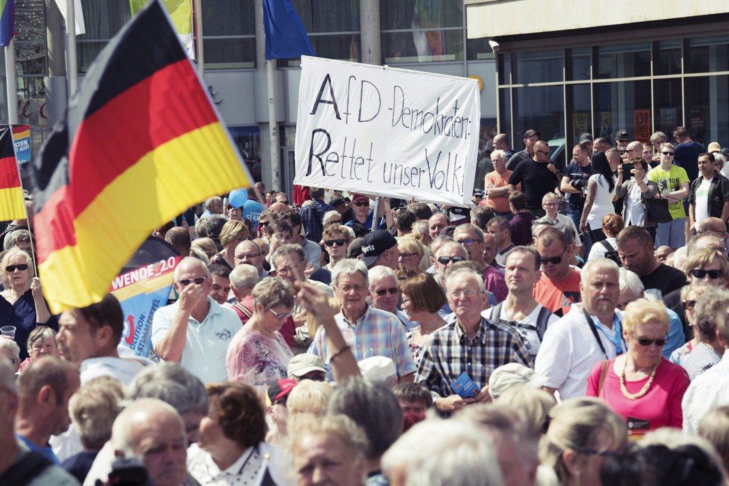 從近期地方和聯邦選舉結果觀察可見,極右派的德國另類選擇黨(AfD)在東德地區的支...