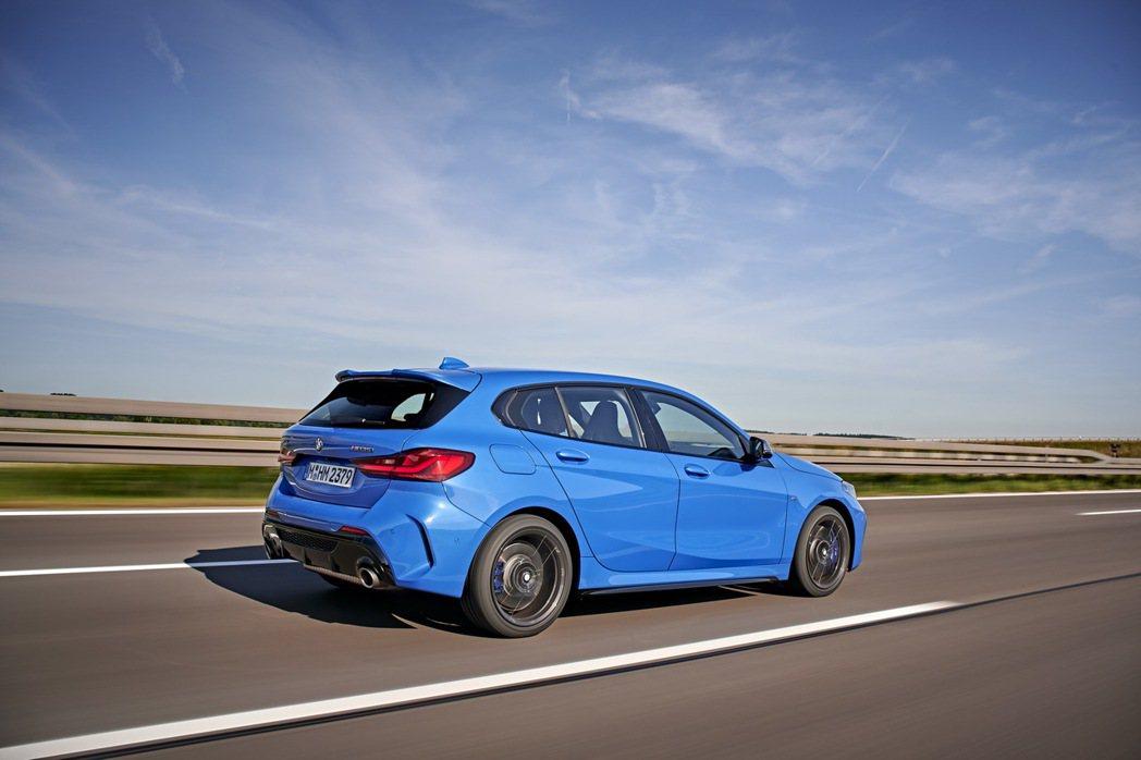 第三代BMW 1 Series取消了後驅車型,首度改採前輪驅動系統。 摘自BMW