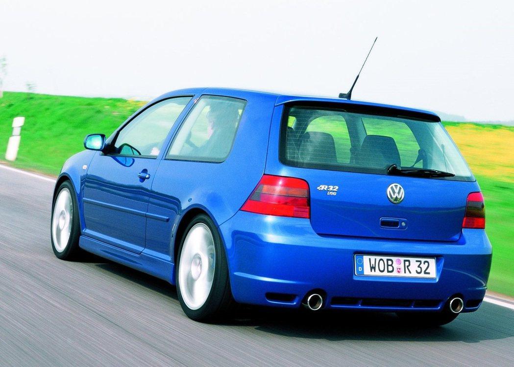 最早的Volkswagen R的起源就是從Golf R32開始。 摘自Volks...