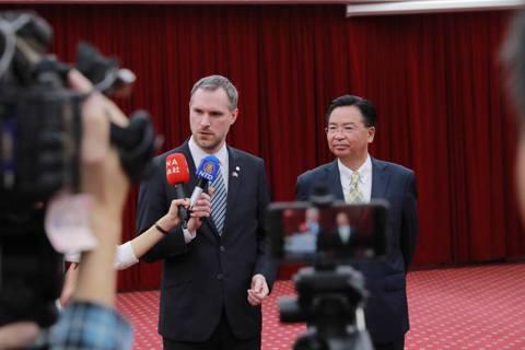中國入歐安全港?布拉格斷姊妹市北京,凸顯紅色滲透問題