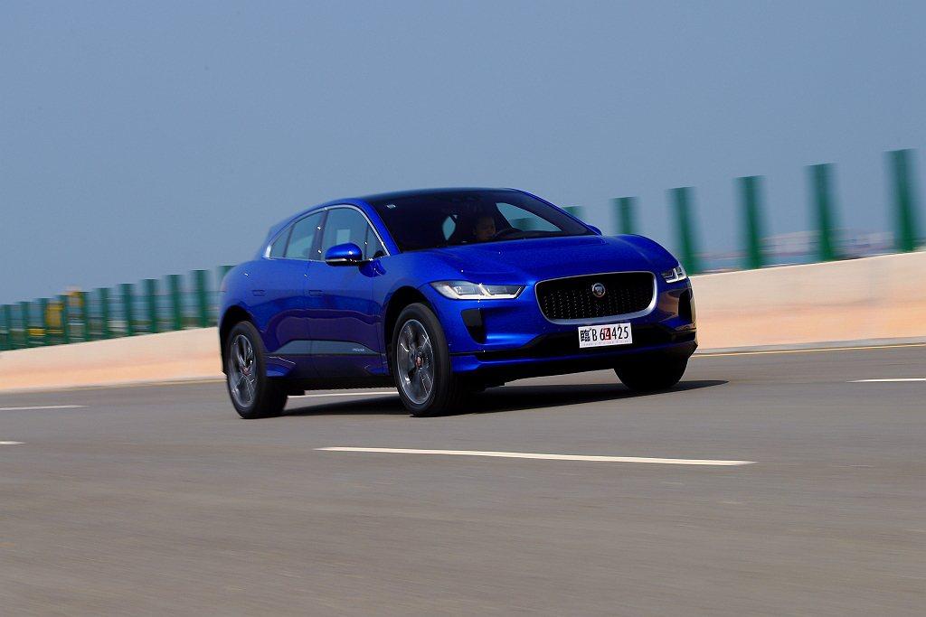 流暢的車身設計使Jaguar I-Pace具備0.29cd低風阻係數表現。  ...