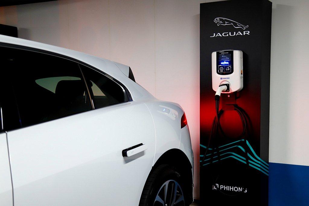 首批購買Jaguar I-Pace就送的家用7kW掛壁式交流電充電系統,需要10...